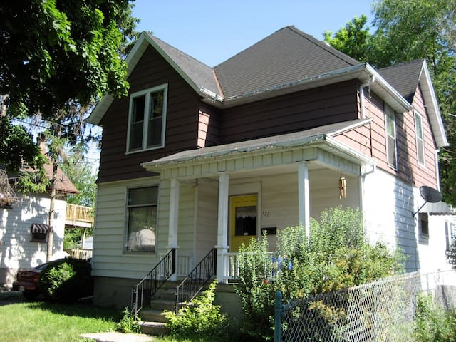 Century Home Near Waterfront & Bluewater Health - Sarnia - Casa