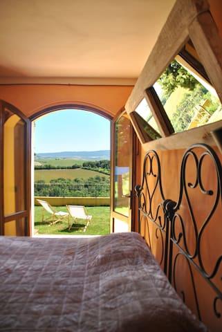 Tuscan farmhouse room - Rosignano marittimo - Casa