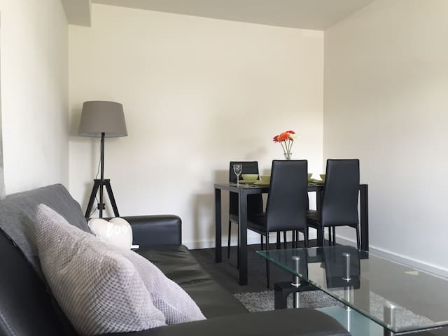 One Double Bedroom Apartment - Plus Sofa Bed - 哈德斯菲爾德(Huddersfield)