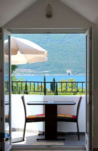 Sea view apartment for rent - Kumbor