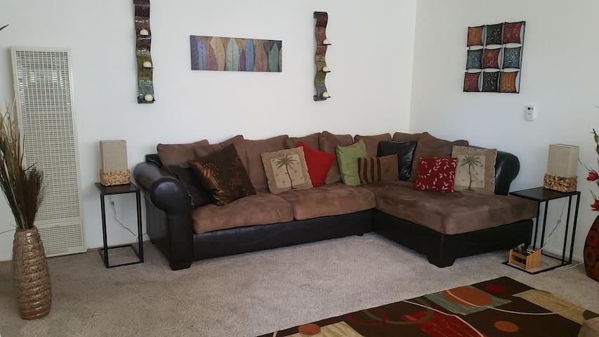 The Sanctuary-An Organic Home on the South Side - Lompoc - Daire