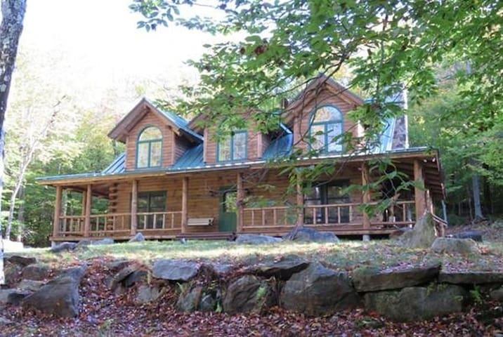 Great Log Home near Jacobs Pillow! - Becket - Ev