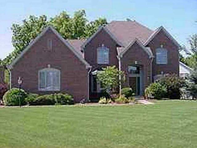 Executive Home/NE Indy/Geist Lake - Indianapolis - Casa