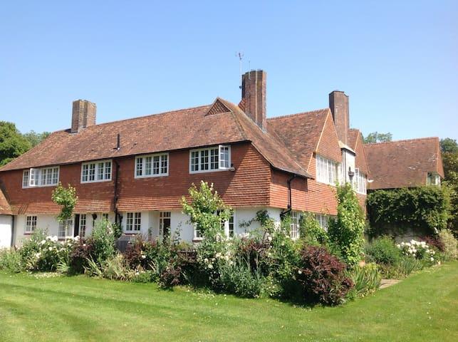 Beautiful rural family home - Ashford  - Дом