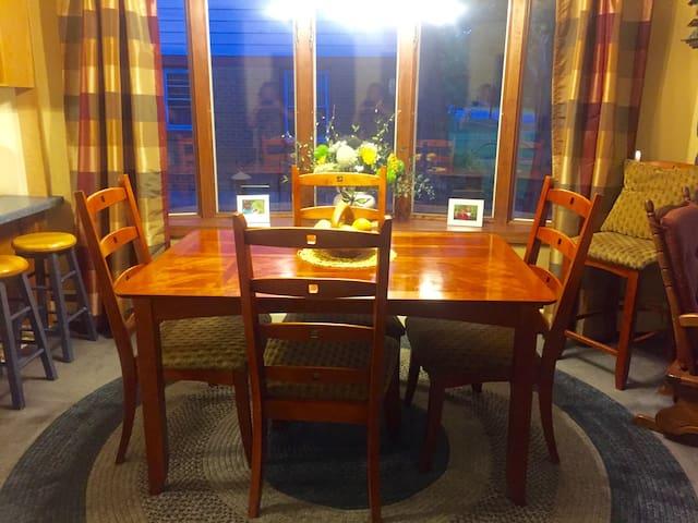 Simple Retreat on Michigan Street - Prairie du Chien - Casa