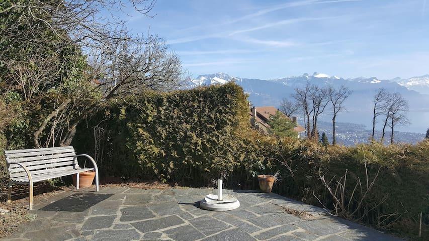 Panorama unique depuis belle chambre double 21m2 - Chardonne - Dům