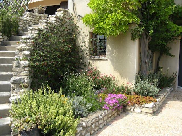 Chambre privative avec entrée indépendante - Lespignan - Casa