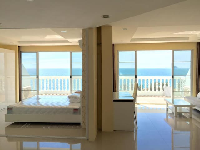 Private Condo on the Beach - Rayong - Byt