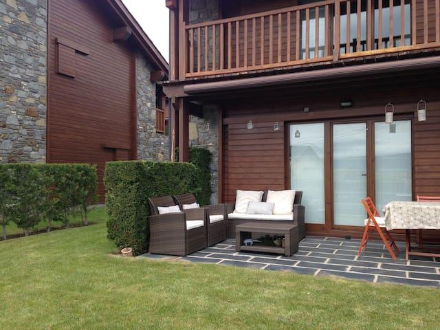 Casa en la Cerdanya Francesa, con jardin y piscina - Estavar - Hus