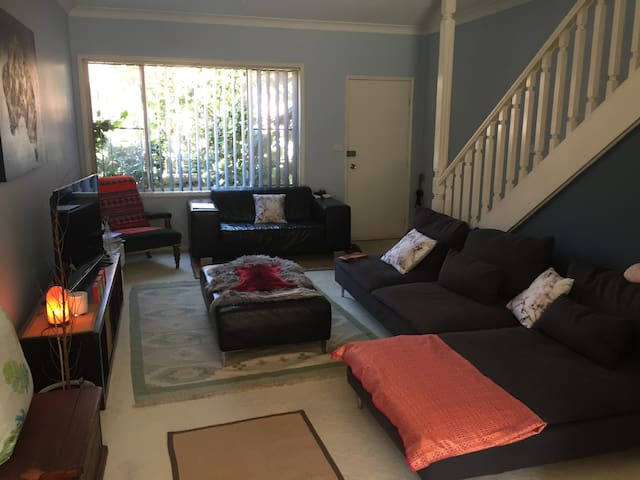 Private Room with Queen Bed - Broadmeadow - Adosado