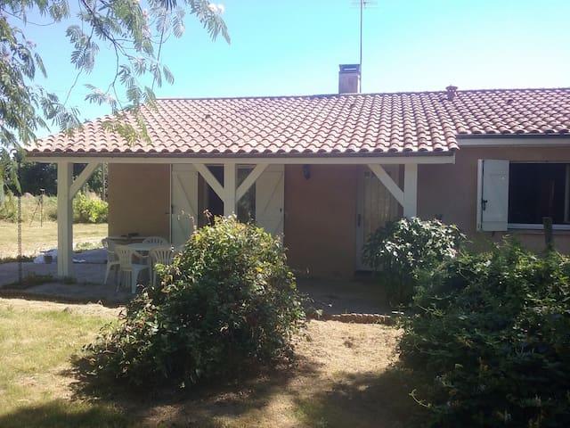 maison  dns cadre  verdure proche de Saint Emilion - Arveyres - Huis