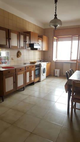 Ampia e comoda al centro di Rende - Quattromiglia - Appartement