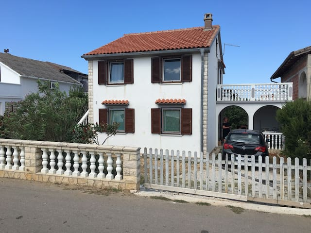 Two bedroom apartment on well connected island - Vir - Appartement