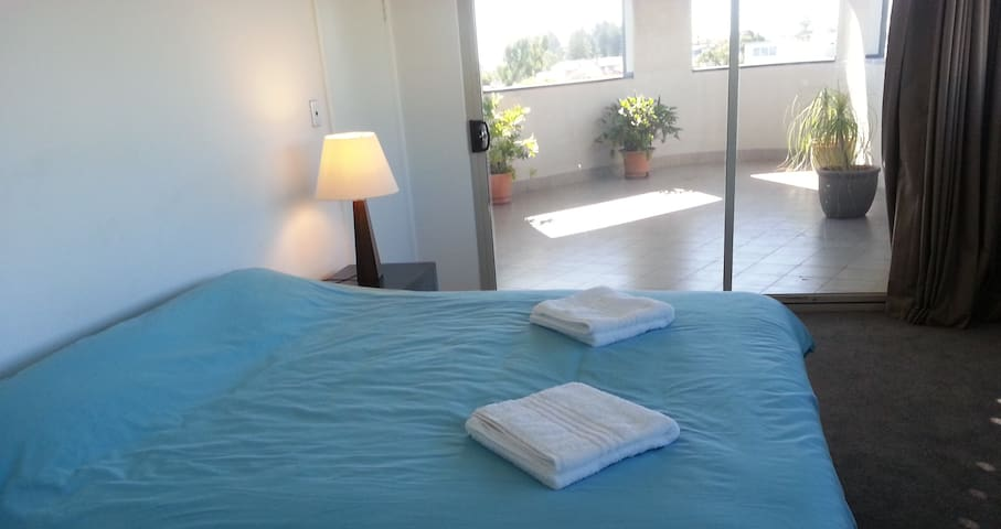 Great location,huge king size bedroom with ensuite - Fremantle - Departamento