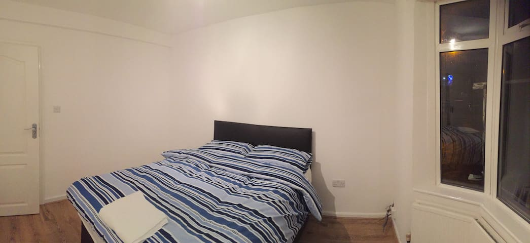 Lovely Double Bedroom - High Wycombe - Rumah