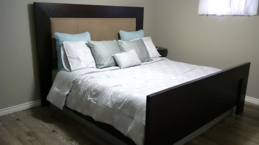 Bright Basement Apartment - Halton Hills - Departamento