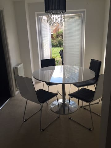 Lovely single Room - Hornchurch - Appartement