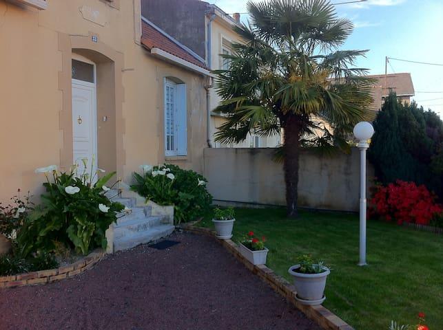 Proche du Puy du Fou. Maison de ville avec terrain - Cholet - Haus