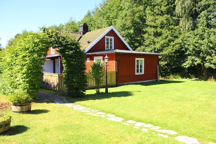 Cottage in beautiful natural scenery in Hjo! - Hjo