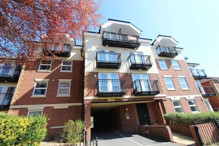 Double room, own bathroom, balcony, parking space - Southampton - Appartement