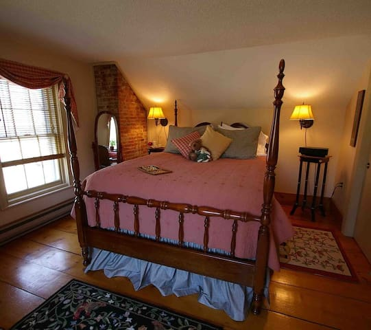 Federal House Inn, Grandpa's Suite#7. Private Bath - Plymouth - Bed & Breakfast