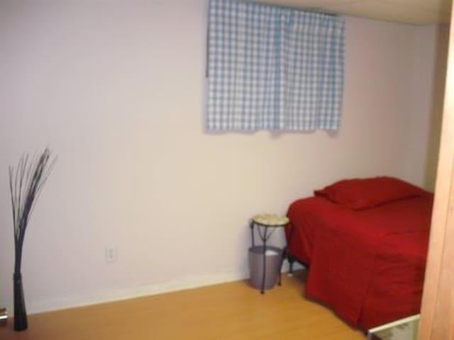 2 Bdrm Apartment (Man Cave) Close 2 DC. PRIVATE! - Hyattsville