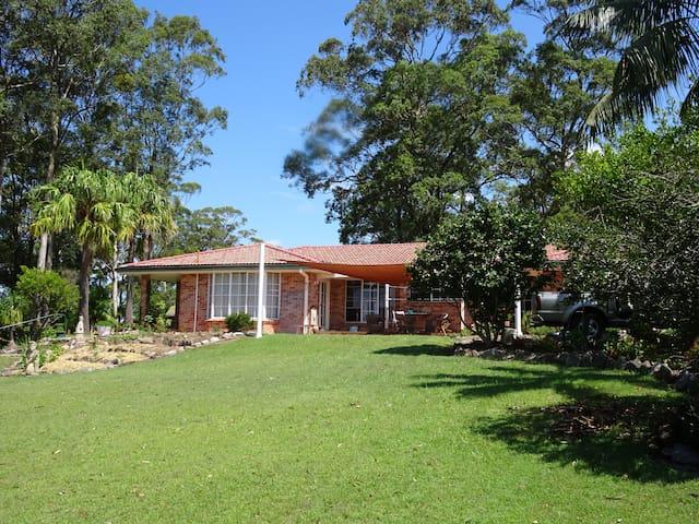 Guest Room in Gorgeous Gardens - Woolgoolga - Casa