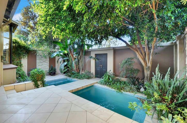 Beautiful 3 bedroom home in trendy Norwood - Johannesburg - Dům