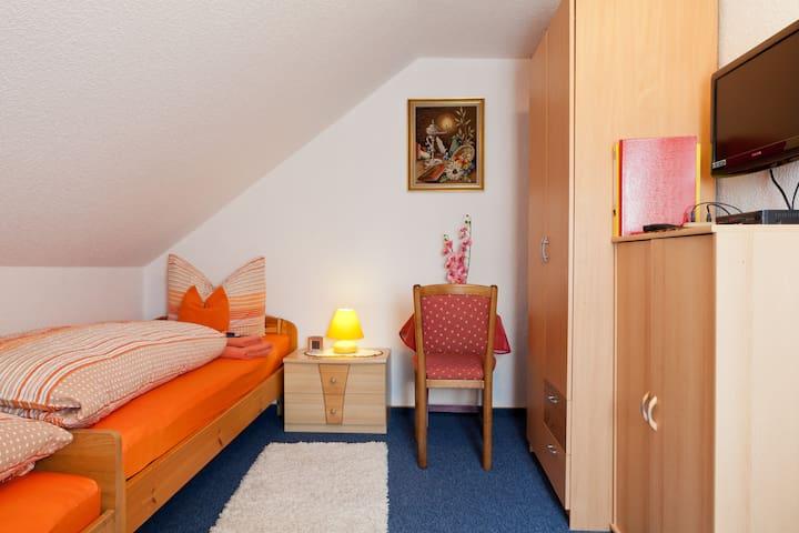 Private Zimmer in Nürnberg - Nuremberg - Bed & Breakfast