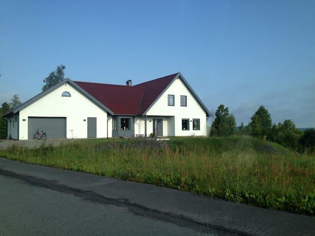 Mysigt och vackert nybyggt hus. - Mullsjö