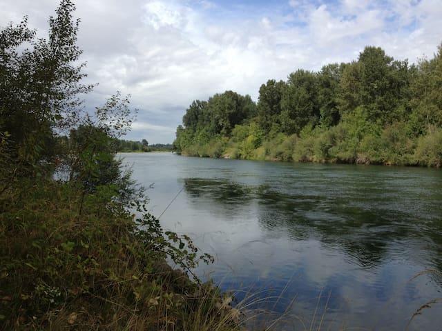 Retreat on the Willamette River - Eugene - Yurt
