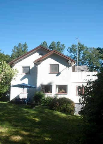 Rent a room in Villa Siesta - Älmhult - Departamento