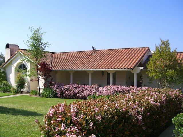 BEAUTIFUL GUEST HOUSE ON 10 ACRES CLOSE TO TOWN - Santa Ynez - Maison