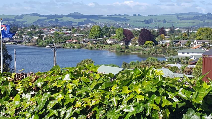 On the Point - Self Contained Apartment - Rotorua - Huoneisto