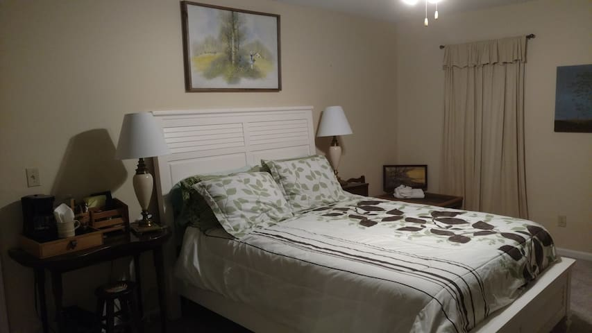 Private Room & Bath, Quiet neighborhood - Saginaw - Dom