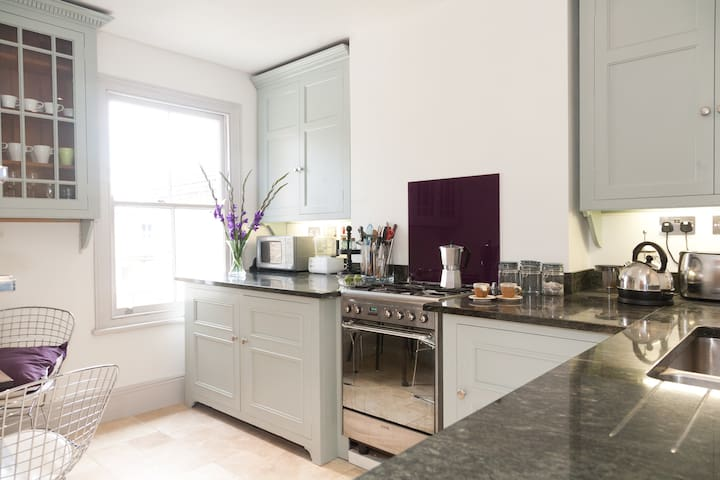 Boutique hotel style 2 bed flat/apt - Londres - Apartamento