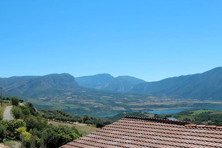 Vistas fantásticas, montaña y lago  - Torallola