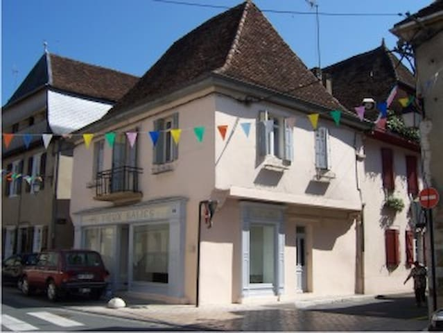 2 bedroom town house to rent - Salies-de-Béarn - Stadswoning