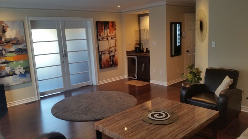 Modern and private loft - Niagara Falls - Aamiaismajoitus