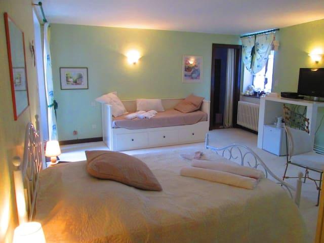 Chambre d'Hôtes - 10 mn Metz Centre - Argancy - 家庭式旅館