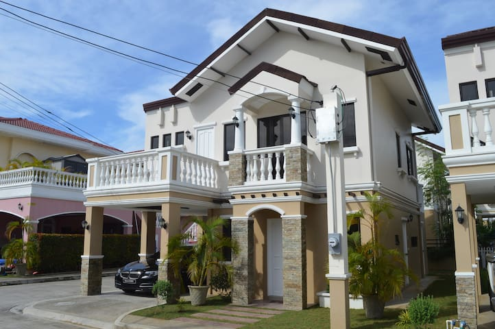 BEACHFRONT VACATION HOUSE - Cebu City - Casa