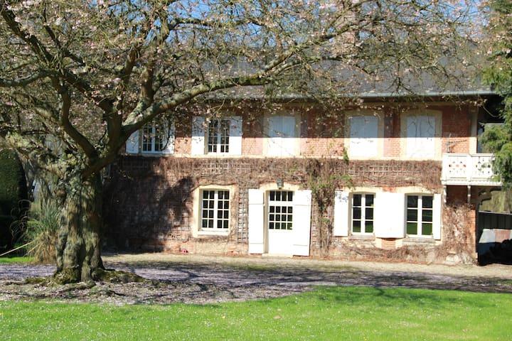 Maison des amis chateau du Landin - Le Landin - Castillo