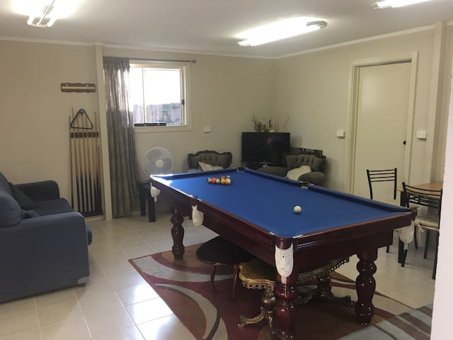 Massive 2 BR flat close to RMIT - Bundoora - Appartement