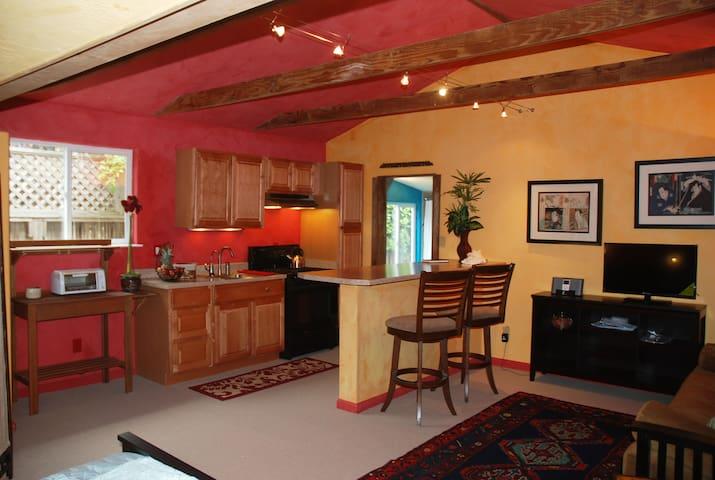 Carmel Guest House, Perfect Locale - Carmel
