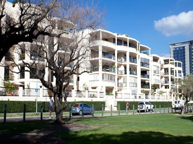 Modern Riverside 2 Bed Apartment - Kangaroo Point - Lägenhet
