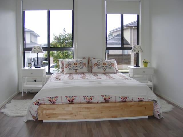 Looking for a brand new room ? - Jordan Springs - Huis
