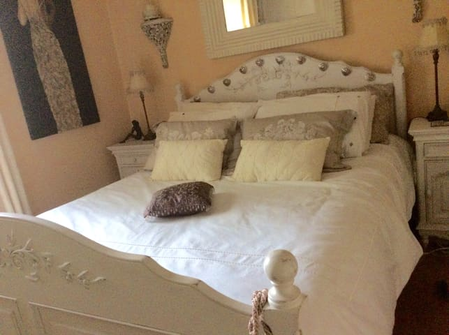 Escape to the Surburbs - Cabinteely - Appartement