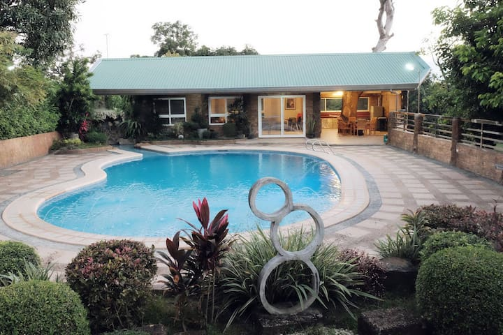 Acop Home & Pool in Antipolo City - Antipolo - Hus