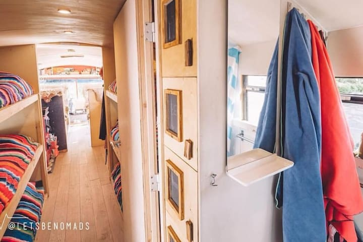The adventure hostel on wheels: The Nomads Bus - Kaunertal - Bed & Breakfast