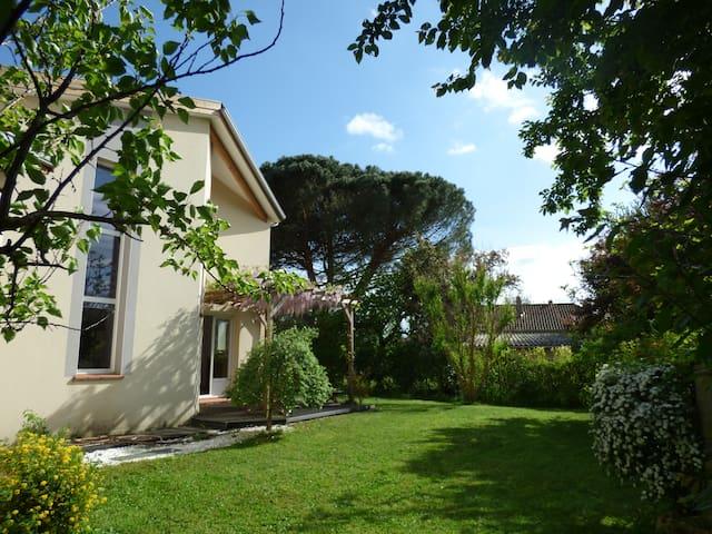 Villa T5 neuve lumineuse avec grand jardin arboré - Labarthe-sur-Lèze - Dům